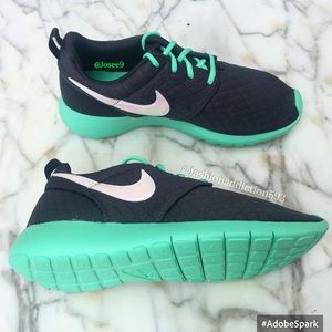 Nike Shoes - Nike Roshe one women's green sneakers