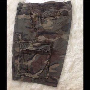Old Navy Other - Men's camo shorts just dry cleaned