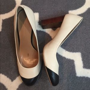 Banana Republic Shoes - Banana Republic leather heels