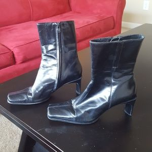 Black Leather Nine West Mid Calf Boots - Size 6