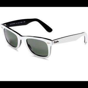 Ray-Ban Wayfarer Sunglasses white and black