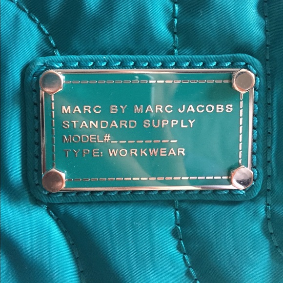 79 off marc by marc jacobs handbags marc by marc jacobs laptop bag from anna 39 s closet on poshmark. Black Bedroom Furniture Sets. Home Design Ideas