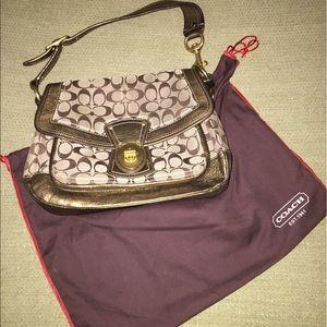 Coach Logo handbag in Gold