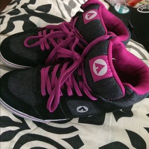 Air Walk Shoes - Air walk woman's shoes. Hardly worn!! Size 10