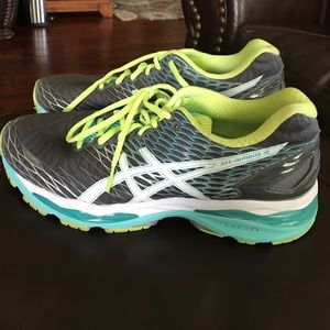 Asics tennis shoes; barely worn