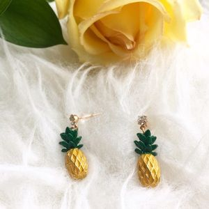 Jewelry - Pineapple rhinestone statement earrings stud