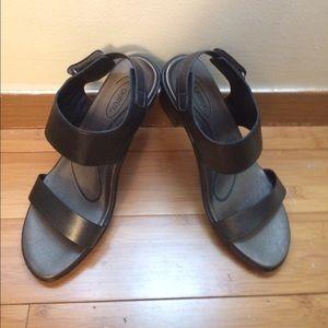 Aetrex Shoes - Aetrex Peyton black heeled sandal orthotic ankle