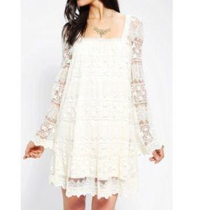 Kimchi Blue Dresses & Skirts - NWT Kimchi Blue Ivory/Cream Lace Dress