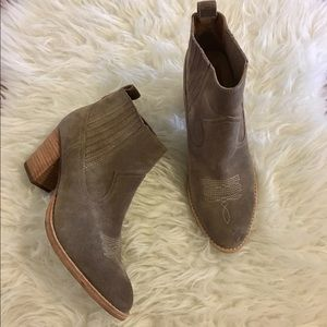 DOLCE VITA cowgirl gray booties size 9.5