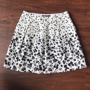 Banana Republic Dresses & Skirts - Banana republic mini skirt white, size 00P, NWOT