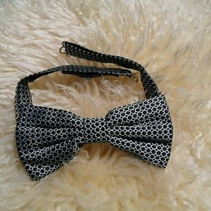 CANALI Other - CANALI TEXTURED BLACK AND WHITE  SILK BOW TIE