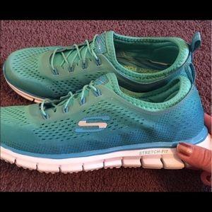 Skechers Shoes - Like New! Skechers Sneakers Memory Foam