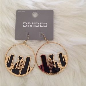 🆕H&M gold and black earrings NWT