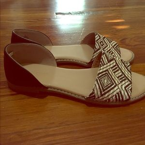 Cute flats with Black and Tan detail