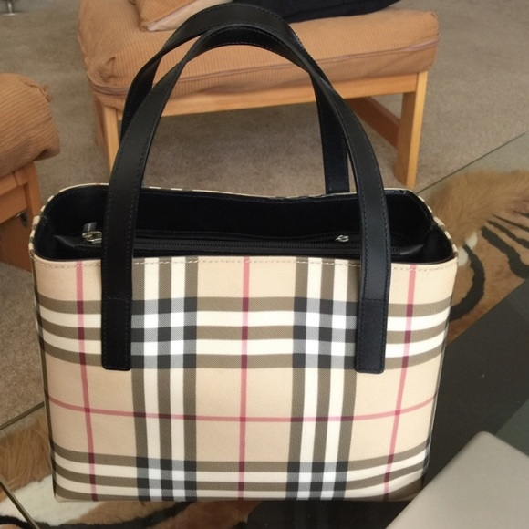 Authentic Burberry structured Tote. Listing Price   275 b70296709f