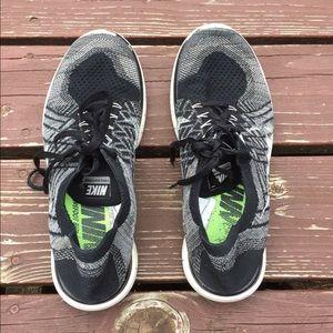Nike Shoes - Nike flyknit Oreo black white