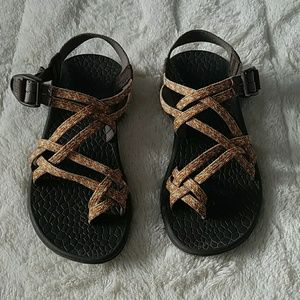 Chacos Shoes - Chacos with toe strap size 6
