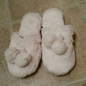 White Fuzzy Forever 21 Bed Slippers Size S/M