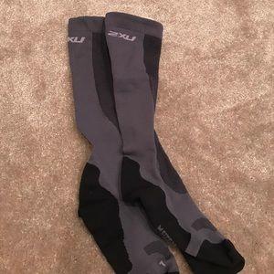 2xu Accessories - 2XU compression socks never worn- but no tags
