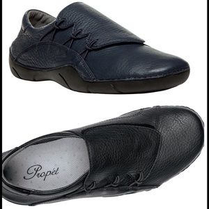Propet Shoes - Propet leather Tawny slip ons. Size 9W Like New!!!