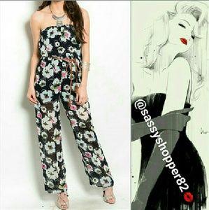 sassy Pants - 🌟🚨LAST 3🚨Strapless Floral jumpsuit