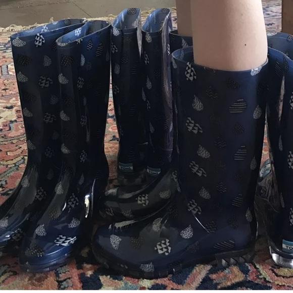 6718e33e278 Women s TOMS CABRILLA Blue Raindrop Rain Boots NEW
