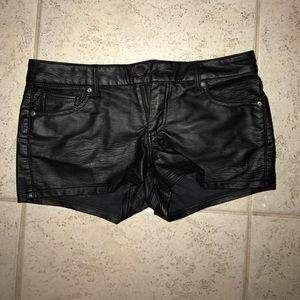 Pants - 🔴Leather shorts