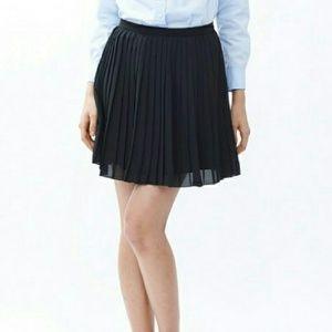 Uniqlo Black Pleated Chiffon Mini Skirt - Small
