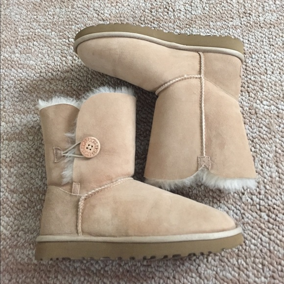 Uggs With Buttons On Side 56% off UGG Sho...