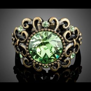 Anthropologie Jewelry - Luxurious Vintage Green Austrian Crystal  Ring