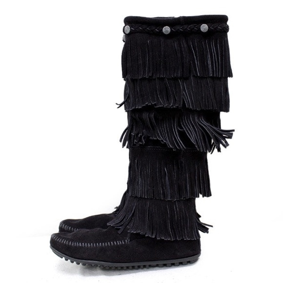 minnetonka black single men Minnetonka mens and womens slippers and sheepskin boots we have several styles of men's and women's slippers to choose from check out our popular pug boots.