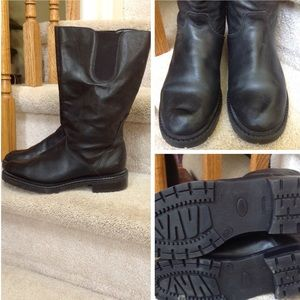 Siberian Husky Canada black leather boots. 9.5