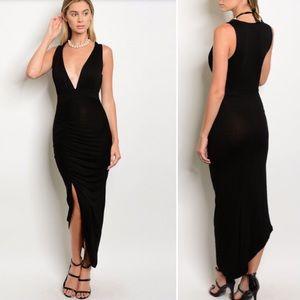 Dresses & Skirts - New! Sexy black dress