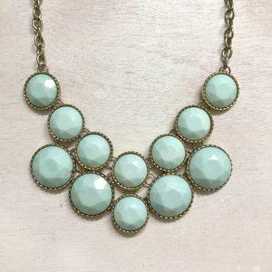 Jewelry - Mint statement necklace