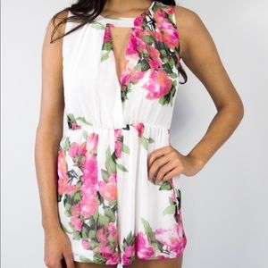 Other - Shorts flower print romper
