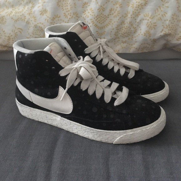detailed look aa9f5 55855 Vintage style Nike Blazer high tops.