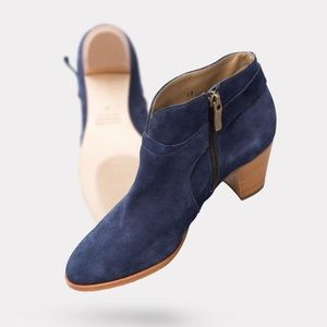 Anyi Lu Shoes - lightweight ankle boot in thick navy suede size 37