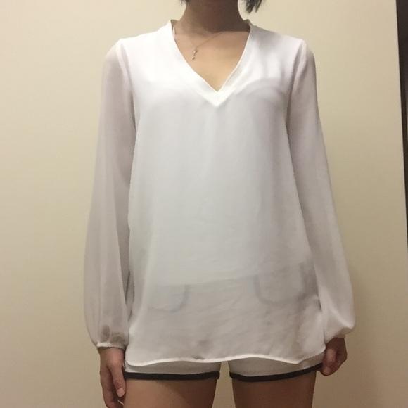 40398ea5da Zara White Long Sleeve V Neck Top (Small)