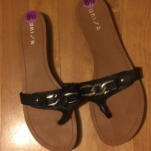 Unisa Shoes - Black thong sandals