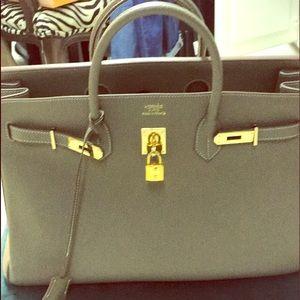 Handbags - Fashionable Hand bag