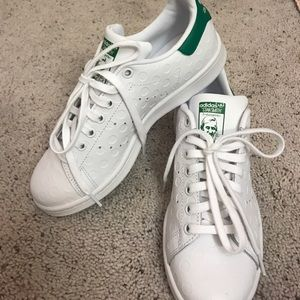 adidas Shoes - ✨NEW white and green Adidas Stan Smith's✨