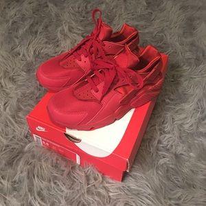 Nike Other - Nike air huaraches 9.5