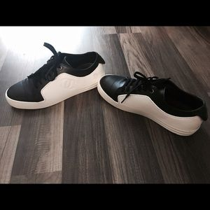 CHANEL Shoes - ✨Chanel 👟✨Size 38 (7-7,5)