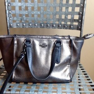 Coach Handbags - 💰Sala today only 💰Coach Crosby carry all