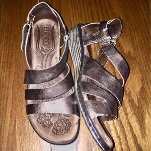 Born Shoes - BORN gold sandals, Perfect Condition💝