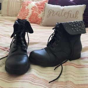 Pink & Pepper Shoes - Charcoal combat boots