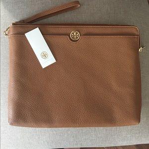 Tory Burch Handbags - TORY BURCH OVERSIZED WRISTLET