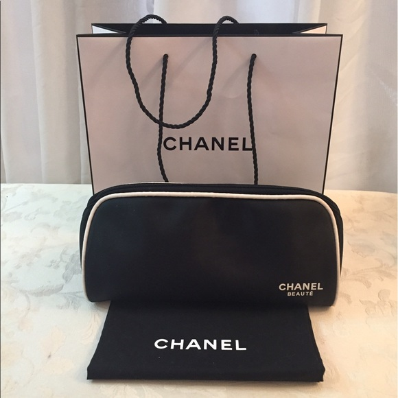 7af84d8cf8ba48 CHANEL Handbags - 🆕 Chanel Large cosmetic Travel Pouch