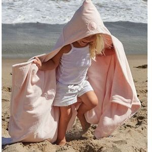 "Barefoot Dreams Other - ✈️Barefoot Dreams hooded towel ""Blue Dolphin"""