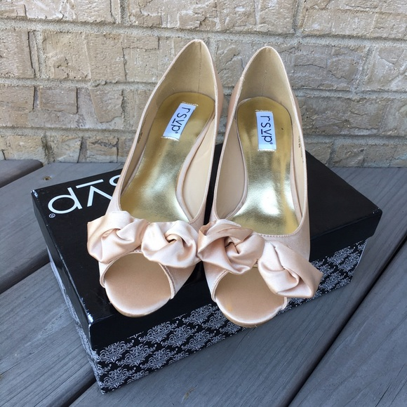 68 off rsvp shoes nwt satin kitten heels cream beige. Black Bedroom Furniture Sets. Home Design Ideas